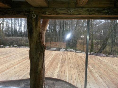 Veidrodinė plėvelė fasado langams vaizdas iš vidaus