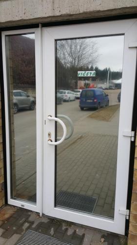 Veidrodinė plėvelė ant durų